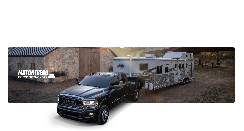 Truck of the Year de MotorTrend. Una Ram 3500 2020 remolcando un vehículo recreativo.