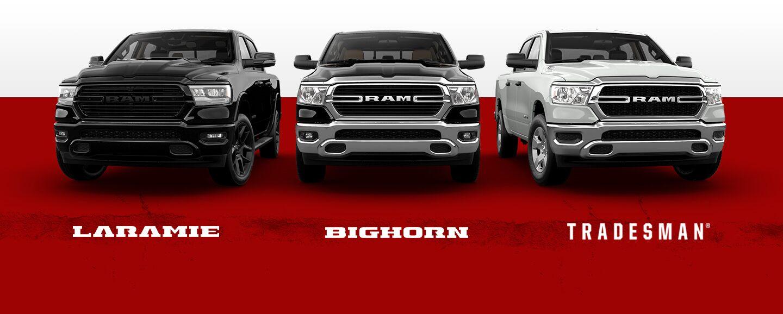 Una imagen deslizante que muestra tres de las versiones de la Ram 1500 2021: Laramie, Big Horn y Tradesman.