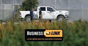 Una Ram 2500 estacionada cerca de un sitio de trabajo. Business Link. La vía rápida para las pequeñas empresas.