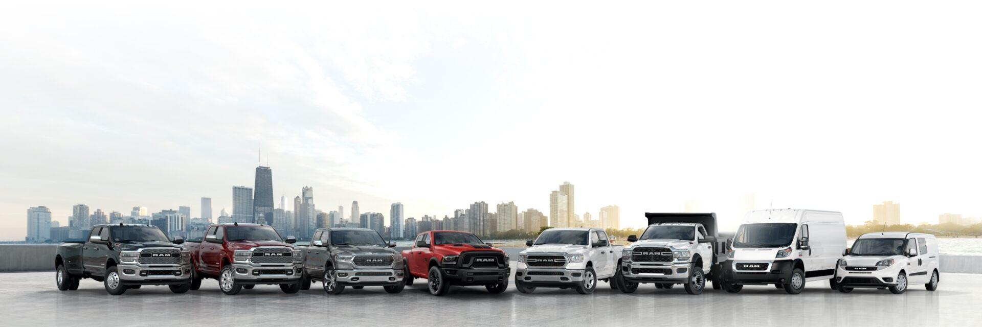 Una línea de camionetas y vans Ram 2020.